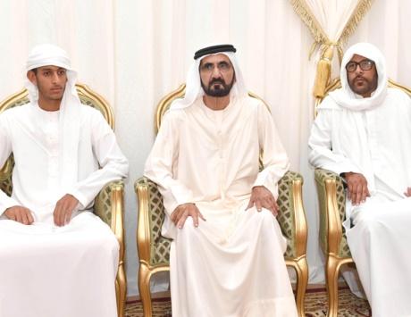 محمد بن راشد يقدم واجب العزاء في الشهيد جاسم البلوشي