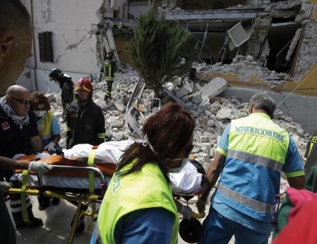 120 قتيلاً وعشرات الجرحى والمفقودين في زلزال قوي ضرب إيطاليا