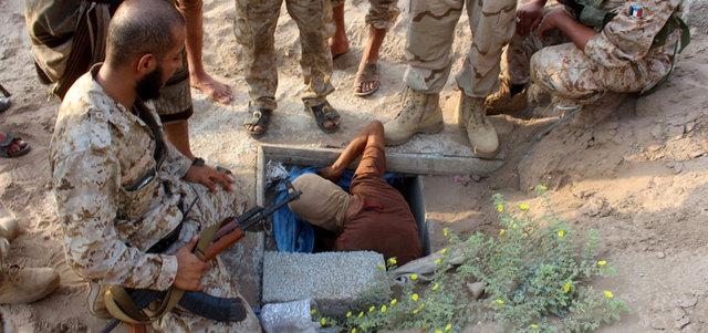 «الشرعية» تسيطر على معسكرالأجاشر بالجوف.. و«التحالف» يقصف معسكرات للمتـمردين