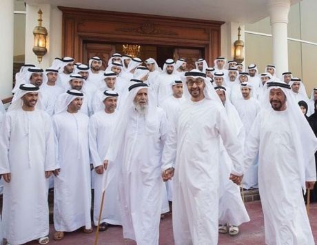 محمد بن زايد يلتقي موظفي بلدية أبوظبي و العين