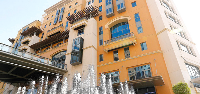 «اقتصادية دبي» تضبط شققاً وفيلات سكنية لتخزين بضائع مقلدة