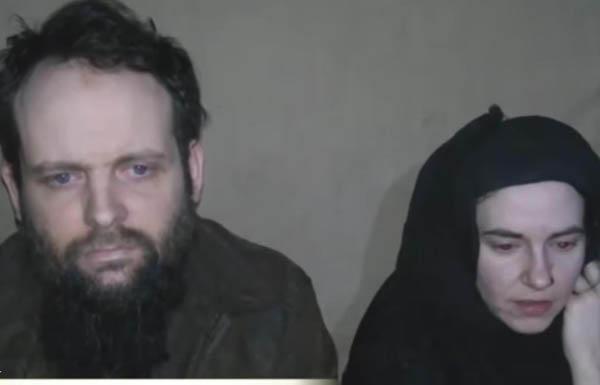 """رهينتان لدى """"طالبان"""" ينجبان طفلين خلال احتجازهما"""