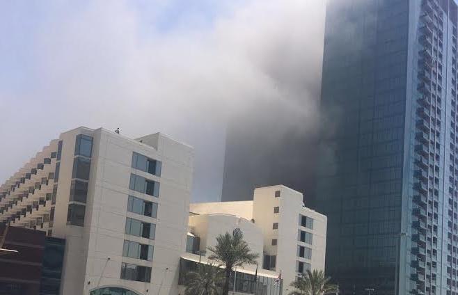 حريق في بناية بجوار مبنى المسافرين وسط أبوظبي