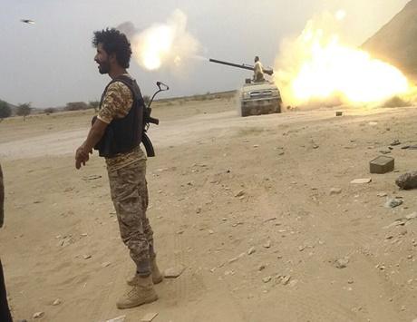 خسائر كبيرة للحوثيين.. ومئات العسكريين ينضمون إلى الشرعية
