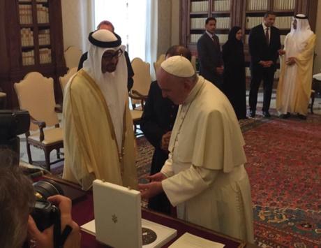هزاع بن زايد: محمد بن زايد وبابا الفاتيكان رمزان إنسانيان