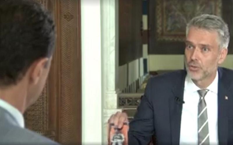 شاهد.. ماذا قال الأسد بعدما فاجأه مذيع بصورة الطفل عمران؟