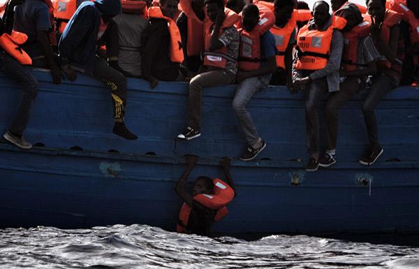 إنقاذ 6000 مهاجر والعثور على 22 جثة