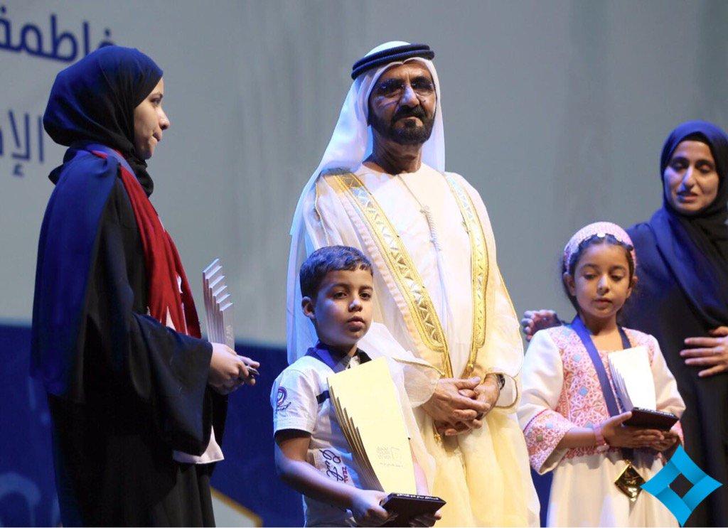 بالفيديو.. محمد بن راشد يتوج بطل تحدي القراءة العربي في أوبرا دبي