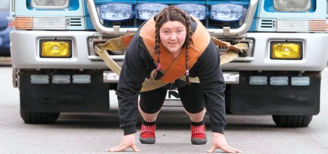 «إكسبو دبي» للّياقة البدنية يجمع أقوى رجل وامرأة في العالم