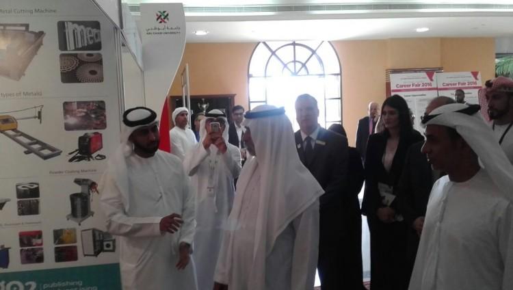 نهيان بن مبارك يفتتح معرض جامعة أبوظبي للتوظيف