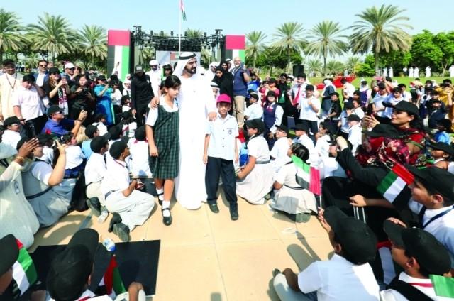 محمد بن راشد: علمنــا رمز الوحدة الوطنية لشعب الإمارات والشـموخ والكبرياء القومي
