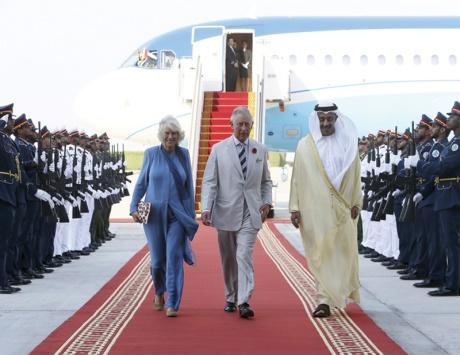 عبد الله بن زايد يستقبل الأمير تشارلز ويصطحبه إلى جامع الشيخ زايد