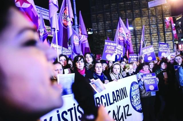 """توقيف مسؤولين في وزارة المالية التركية لـ""""صلتهم بالانقلاب"""""""
