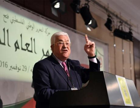 «فتح» تجدد بالإجماع زعامة محمود عباس للحركة