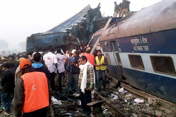 كارثة هندية .. مقتل 91 شخصاً إثر خروج قطار عن القضبان