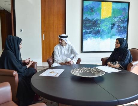 عبدالله بن زايد يشيد بخطط «الإمارات للتوازن بين الجنسين»
