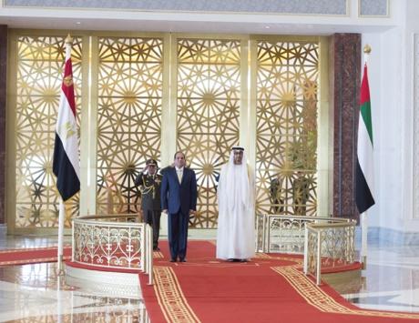 محمد بن زايد والسيسي يبحثان العلاقات بين البلدين والقضايا المشتركة