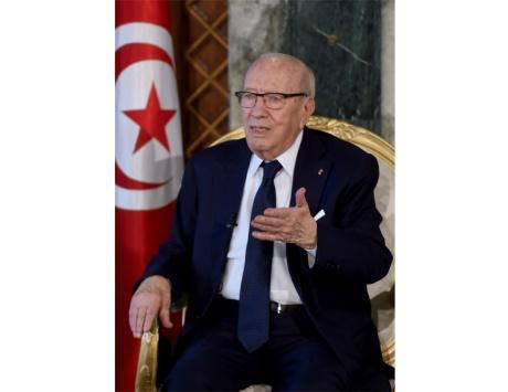 السبسي يتعهد بمحاكمات صارمة للإرهابيين العائدين