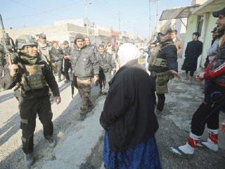 «داعش» يقطع طريق الموصل – بغداد ويستهدف مصفاة بيجي