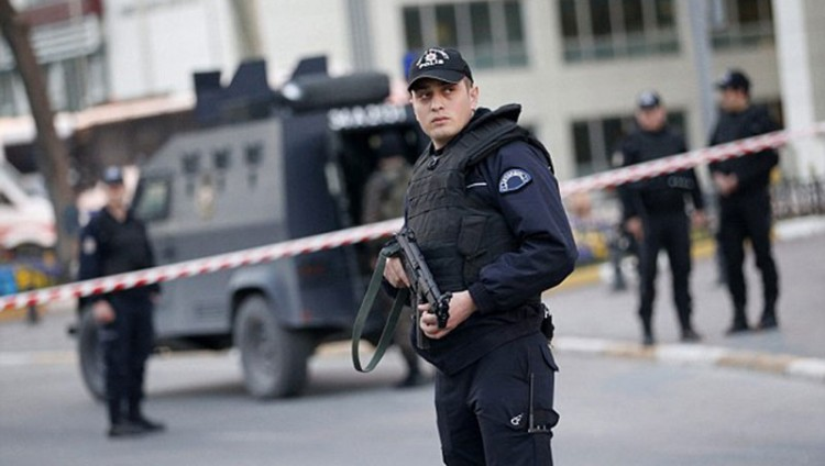 مقتل وإصابة 4 أشخاص في انفجار هز أزمير التركية