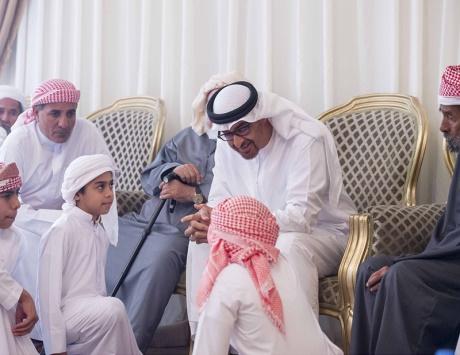 محمد بن زايد : بقيادة خليفة ستبقى أيادينا ممدودة للمحتاجين