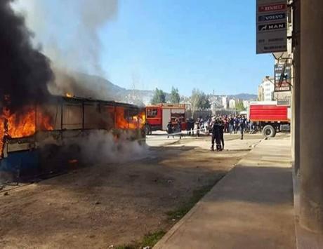 تجدد المواجهات بين محتجين والشرطة الجزائرية