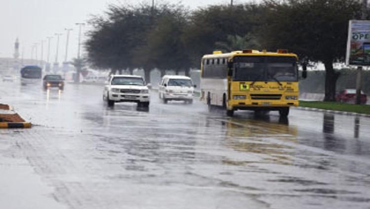 أمطار خفيفة ورياح نشطة على مناطق الدولة