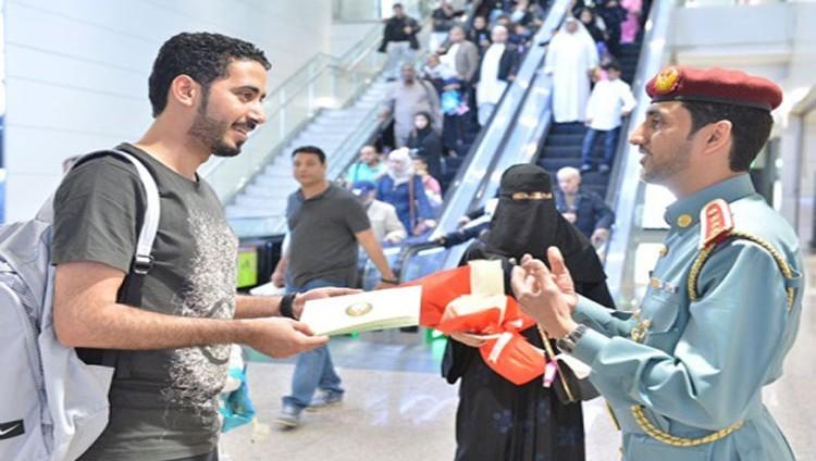 «إقامة دبي» تستقبل مغرداً سعودياً تفاعل مع تغريداتها