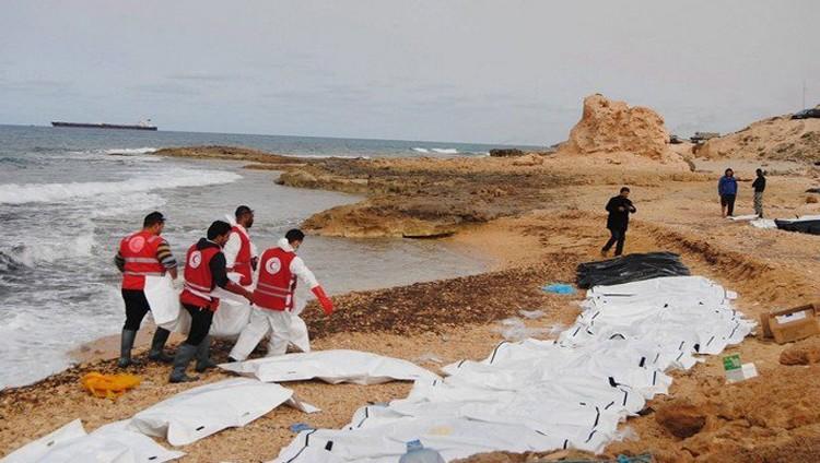العثور على ما لا يقل عن 74 جثة لمهاجرين على شاطئ بغرب ليبيا