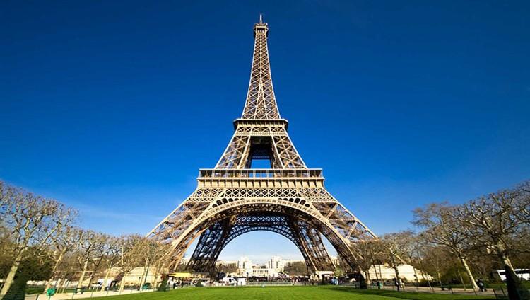 باريس تدعو بكين إلى خفض حواجزها التجارية