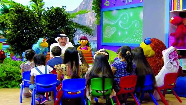 عبد الله بن زايد ينشر عدوى الإيجابية