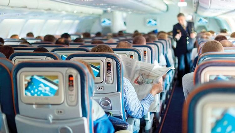 أشياء ينبغي تجنّب ارتدائها واستخدامها على متن الطائرة