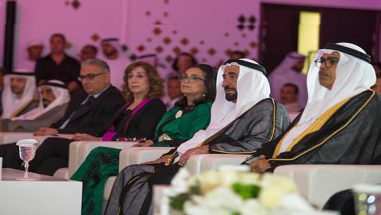 سلطان يُكرِّم الفائزين بجائزة الشارقة الدولية للتراث الثقافي