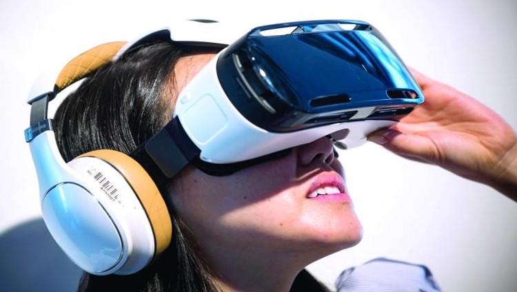 «أبل» تعمل على نظارات الواقع المعزز والافتراضي