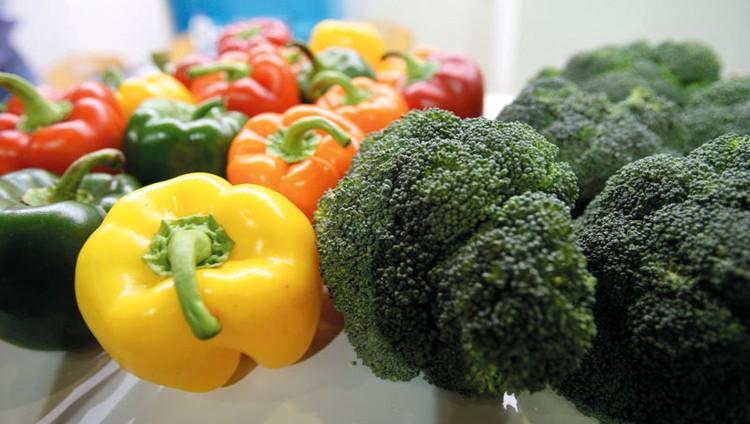 «البيئة» تحظر دخول خضراوات وفاكهة من 5 دول عربية