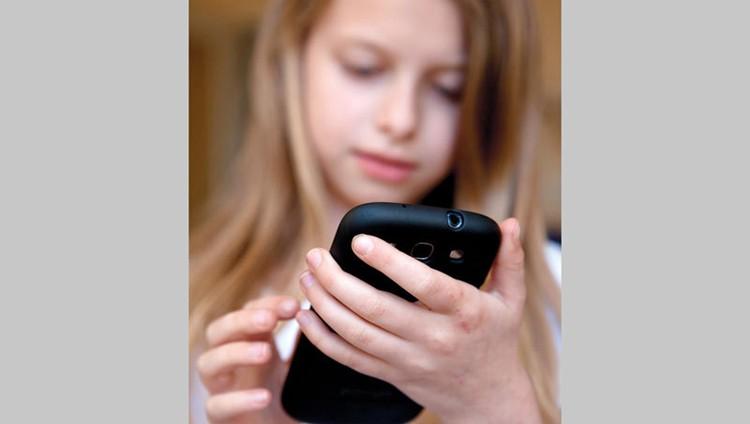 تحذير من تسبب «الشاشات» في إصابة الأطفال بـ «السكري»