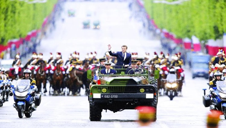 قرقاش مع انتقال السلطة إلى ماكرون:  نتطلع إلى علاقات مزدهرة مع فرنسا