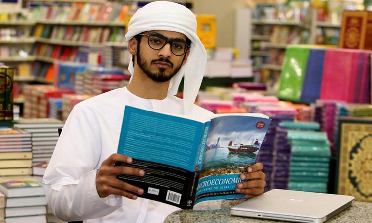 «البلوشي» يسخّر وقته لمساعدة المبتعثين الإماراتيين في لندن