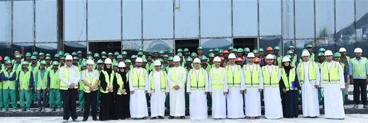 """الطاير يثمّن جهود العمال وتفانيهم في إنجاز مشاريع """"طرق دبي"""""""