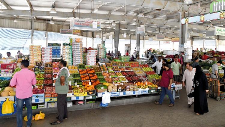 زيادات في أسعار خضراوات وفواكه بسوق الجملة بأبوظبي تصل إلى 20%
