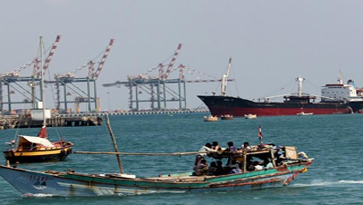 الحوثيون يطلقون صاروخاً على سفينة إماراتية