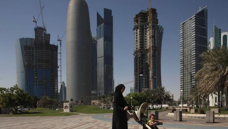 بلومبيرغ: مستقبل اقتصاد الدوحة رهن رفع المقاطعة