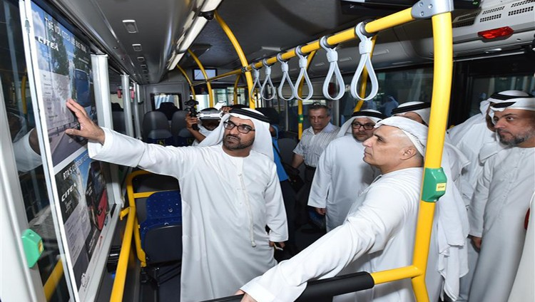 (طرق دبي) تُدشن التشغيل التجريبي لحافلة جديدة بمواصفات يورو 6