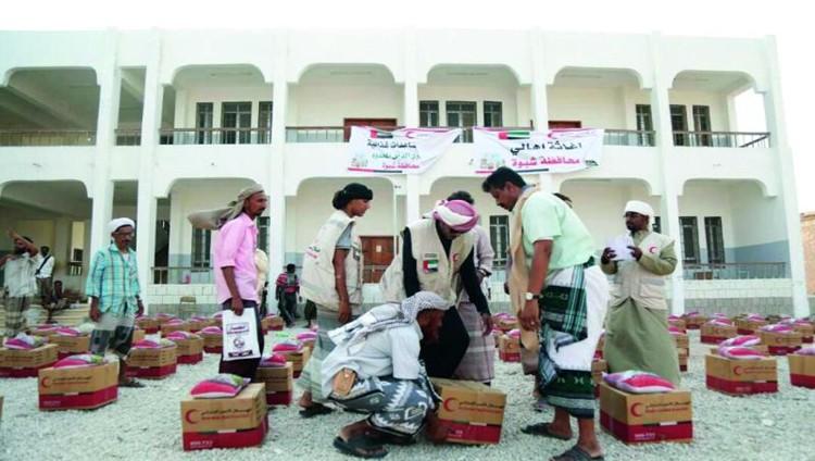 هيئة الهلال الأحمر تغيث 3 آلاف يمني في شبوة