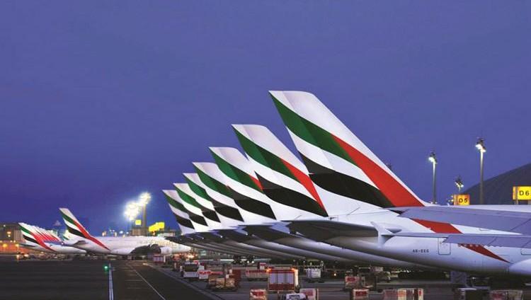 «طيران الإمارات»: لا تغيير على سياسة التوظيف