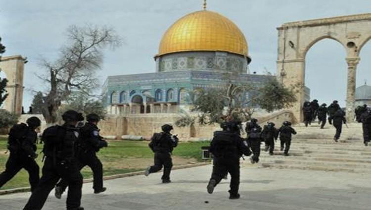 سلطات الاحتلال تستهدف تصفية الوجود الإسلامي في القدس..  ممنوع الاقتراب والأذان والصلاة!