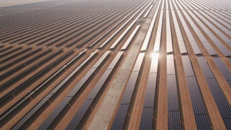 مجمع محمد بن راشد للطاقة الشمسية يحصل على شهادات الطاقة المتجددة العالمية