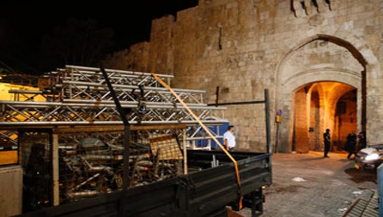 ابتهاج فلسطيني بإزالة الاحتلال البوابات الإلكترونية من أمام الأقصى