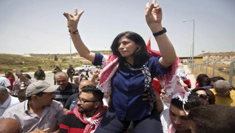 الاحتلال يعتقل النائبة خالدة جرار و16 ناشطاً ويمنع زيارة الأسرى