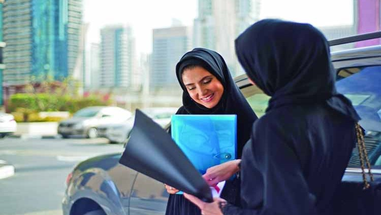 إشادات عربية بإنجازات الإمارات في تمكين المرأة